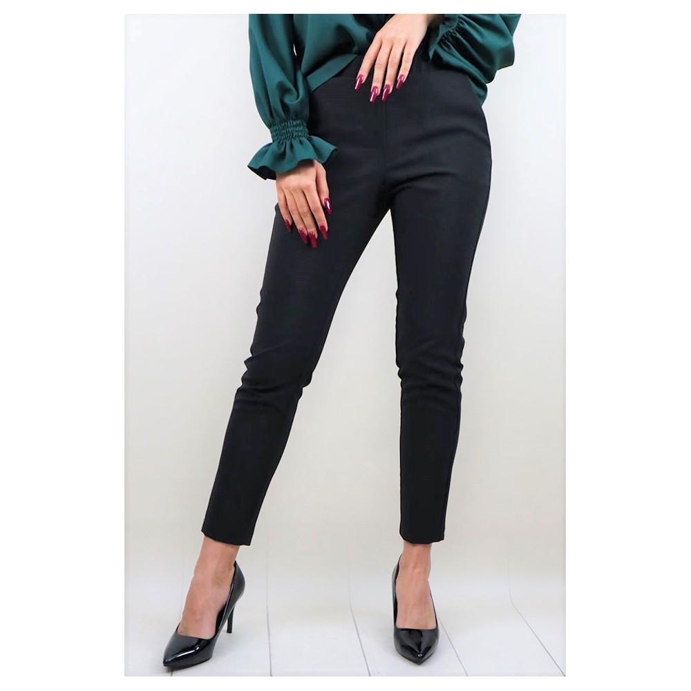 Czarne materiałowe spodnie