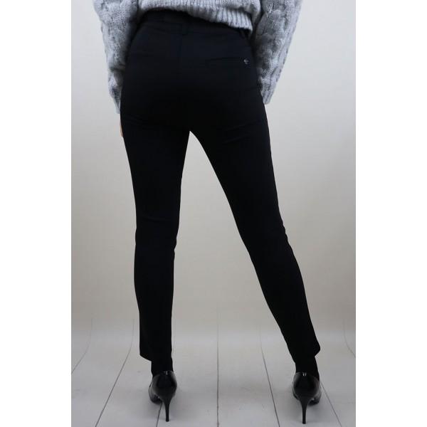 Czarne spodnie materiałowe