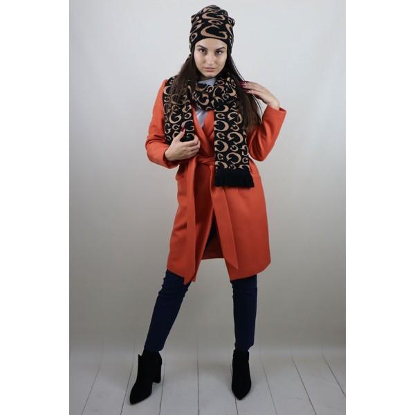 Pomarańczowy płaszcz