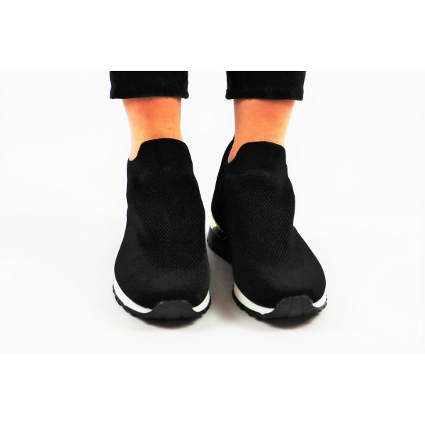 Czarne sneakersy z siateczkowego materiału dla najmodniejszej kobiety