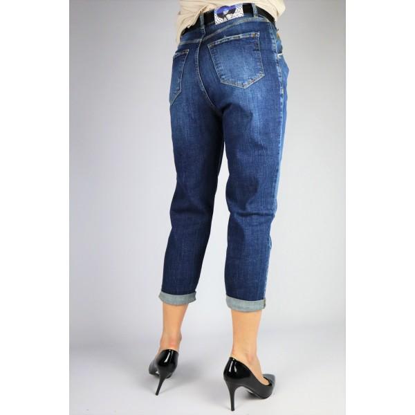 Spodnie jeansowe o kroju baggy z nogawkami 7/8 i czarnym paskiem