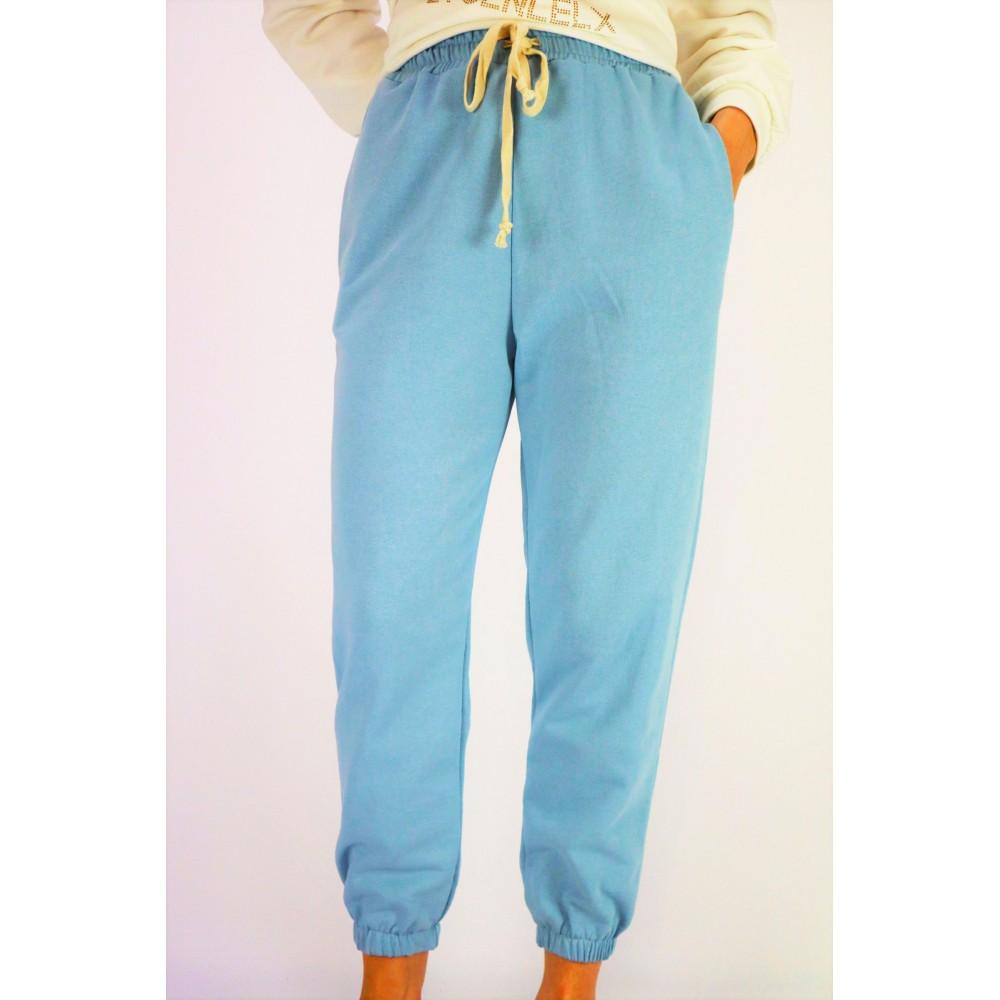 Jasnoniebieskie spodnie...