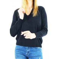 Czarny sweter damski z dekoltem V