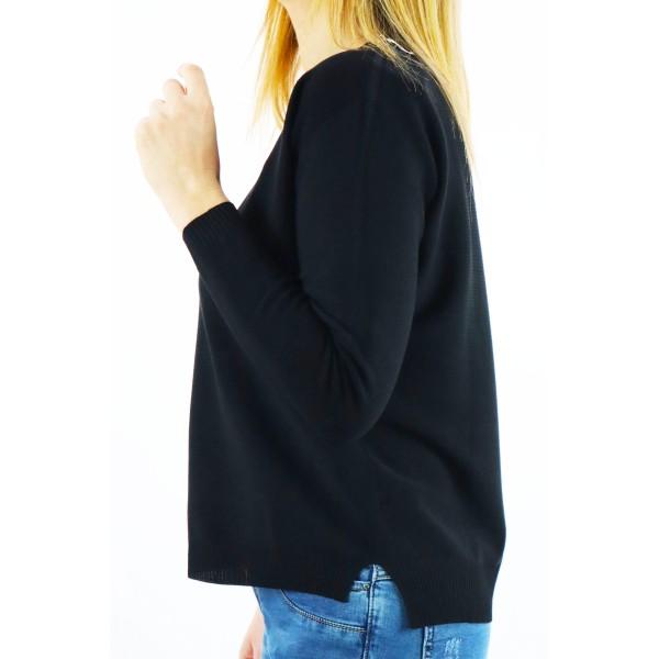 Czarny sweter damski z małym dekoltem V