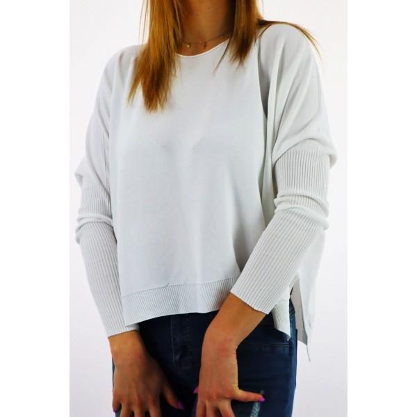 Biały sweter damski ze ściągaczami na rękawach oversize
