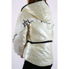 Perłowa kurtka damska z kapturem, ozdobnymi  taśmami i napisem
