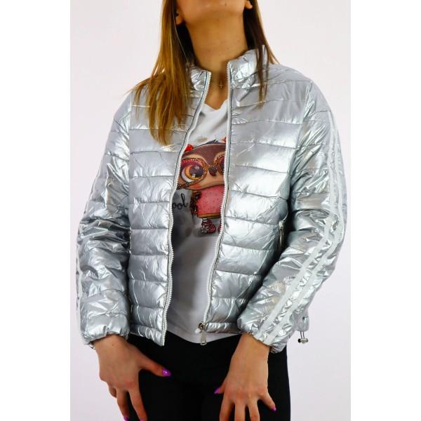 Srebrna kurtka damska pikowana z podwójnym białym lampasem na rękawach