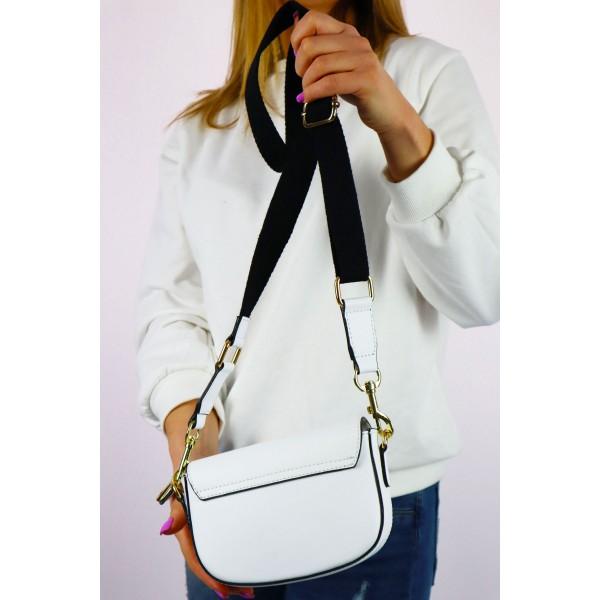 Mała damska kopertówka w kolorze białym z materiałowym długim paskiem