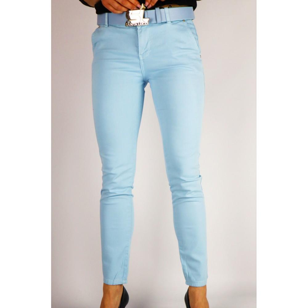 Błękitne spodnie damskie dopasowane z paskiem