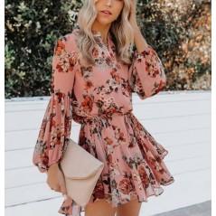 Kwiatowa sukienka damska w pudrowym kolorze z bajecznymi rękawami