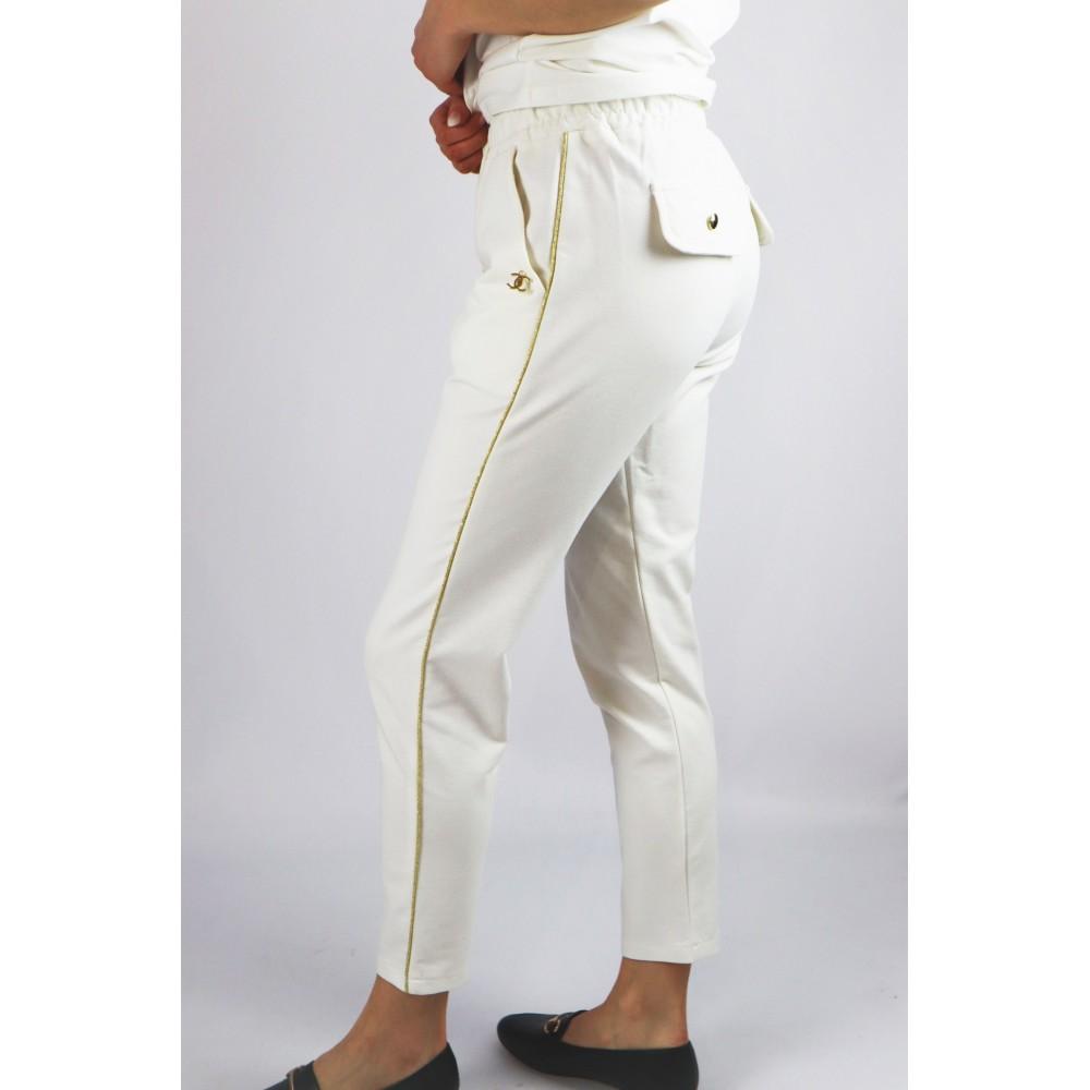 Białe damskie spodnie dresowe ze złotymi lamówkami