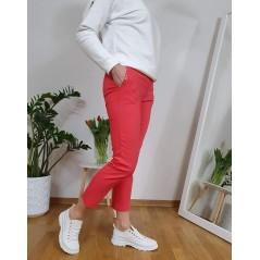Materiałowe spodnie damskie w malinowym kolorze, od 38 do 48