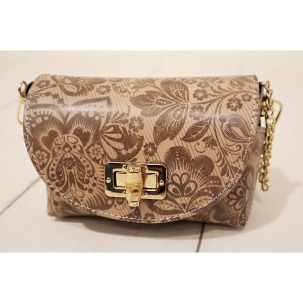 Skórzana torebka ze złotą klamrą